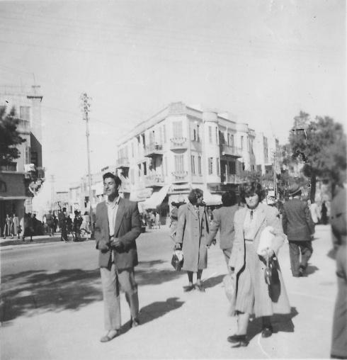 אבא ברחוב אלנבי בתל אביב, 1950