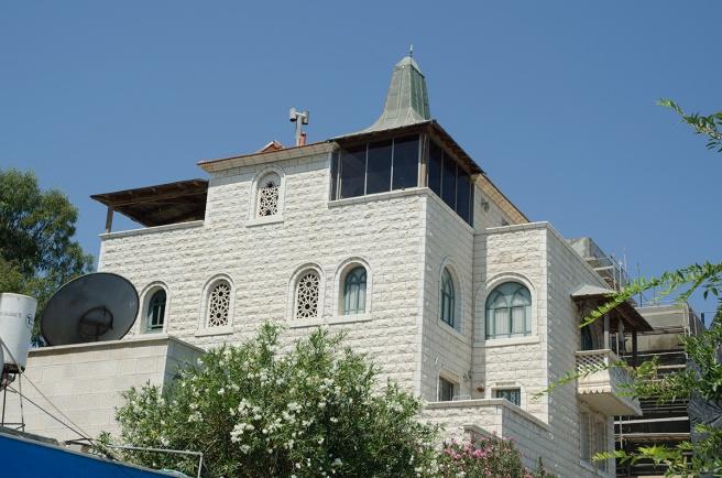 בית משפחת סיקסיק, עג'מי