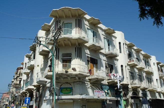 בית חייזבון - הבעלים ממוצא ירדני, האדריכל נוצרי מבית לחם, המהנדס יהודי פולני.