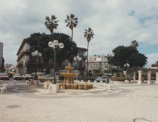 רחבת המזרקה בנגה, צילום: ורד נבון, 1992